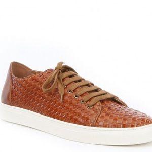 Donald Pliner Alto Sneaker leather texture in tan